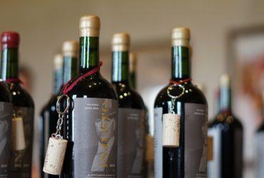 Los Corchos en la botella de Vino