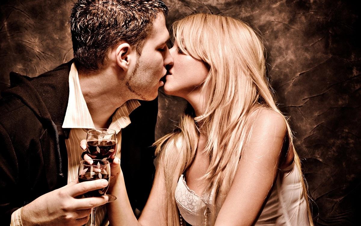 beso en la boca y vino